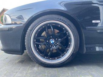 BMW Styling 71 Felge in 8x18 ET 20 mit Goodyear Eagle F1 Asymmetric 3 Reifen in 235/40/18 montiert vorn mit 20 mm Spurplatten Hier auf einem 5er BMW E39 530d (Touring) Details zum Fahrzeug / Besitzer