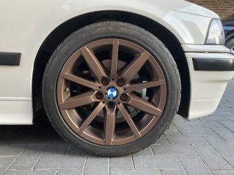 BMW Styling 286 Felge in 8x17 ET 34 mit Federal RS_R Reifen in 215/45/17 montiert vorn Hier auf einem 3er BMW E36 320i (Limousine) Details zum Fahrzeug / Besitzer