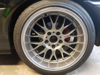 BMW Styling 42 Felge in 8.5x17 ET 13 mit Hankook V12 evo 2 Reifen in 215/40/17 montiert hinten und mit folgenden Nacharbeiten am Radlauf: Kanten gebördelt Hier auf einem 3er BMW E36 316i (Compact) Details zum Fahrzeug / Besitzer
