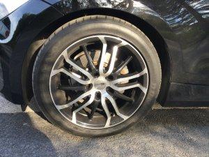 Brock B26 Schwarz Glanz Vollpoliert Felge in 7.5x17 ET  mit Dunlop Sport Maxx RT Reifen in 225/45/17 montiert vorn mit folgenden Nacharbeiten am Radlauf: Kanten gebördelt Hier auf einem 1er BMW E88 118i (Cabrio) Details zum Fahrzeug / Besitzer