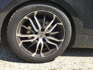 Brock B26 Schwarz Glanz Vollpoliert Felge in 7.5x17 ET  mit Dunlop Sport Maxx RT Reifen in 225/45/17 montiert hinten mit folgenden Nacharbeiten am Radlauf: Kanten gebördelt Hier auf einem 1er BMW E88 118i (Cabrio) Details zum Fahrzeug / Besitzer