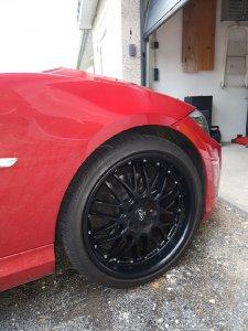 Dotz Mugello Dark Felge in 8.5x19 ET 35 mit Pirelli  Reifen in 235/35/19 montiert vorn Hier auf einem 3er BMW E91 318d (Touring) Details zum Fahrzeug / Besitzer