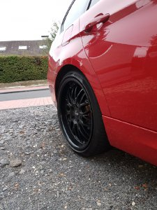 Dotz Mugello Dark Felge in 8.5x19 ET 35 mit Pirelli  Reifen in 235/35/19 montiert hinten Hier auf einem 3er BMW E91 318d (Touring) Details zum Fahrzeug / Besitzer