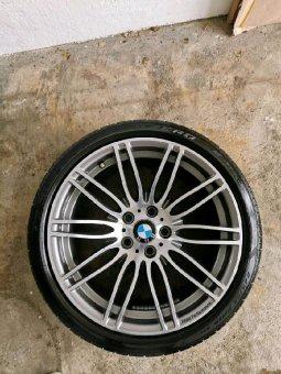 BMW M269 Felge in 8.5x19 ET 18 mit Pirelli P Zero Reifen in 245/35/19 montiert vorn Hier auf einem 5er BMW E60 550i (Limousine) Details zum Fahrzeug / Besitzer
