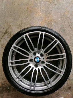 BMW M269 Felge in 9.5x19 ET 28 mit Pirelli P Zero Reifen in 275/30/19 montiert hinten mit 10 mm Spurplatten Hier auf einem 5er BMW E60 550i (Limousine) Details zum Fahrzeug / Besitzer