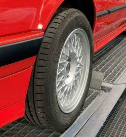 BBS Styling 5 Felge in 7x15 ET 24 mit Vredestein Sportrac 5 Reifen in 205/55/15 montiert vorn Hier auf einem 3er BMW E30 318i (2-Türer) Details zum Fahrzeug / Besitzer