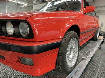 BBS Styling 5 Felge in 7x15 ET 24 mit Vredestein Sportrac 5 Reifen in 205/55/15 montiert hinten mit 8 mm Spurplatten Hier auf einem 3er BMW E30 318i (2-Türer) Details zum Fahrzeug / Besitzer