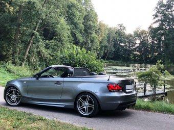 BMW M Performance 313 Perfomance Felge in 8.5x18 ET 52 mit Dunlop SP Sport Reifen in 245/35/18 montiert hinten mit 15 mm Spurplatten Hier auf einem 1er BMW E88 135i (Cabrio) Details zum Fahrzeug / Besitzer