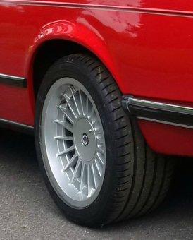 Alpina 3611637 Felge in 9.5x17 ET 24 mit Hankook  Reifen in 265/40/17 montiert hinten Hier auf einem 6er BMW E24 635CSi (Coupe) Details zum Fahrzeug / Besitzer