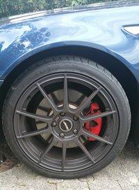 Autec Wizard W8018 Felge in 8x18 ET 45 mit Maxxis VICTRA Sport Zero One Reifen in 225/40/18 montiert vorn mit folgenden Nacharbeiten am Radlauf: Kanten gebördelt Hier auf einem 3er BMW E46 330i (Cabrio) Details zum Fahrzeug / Besitzer