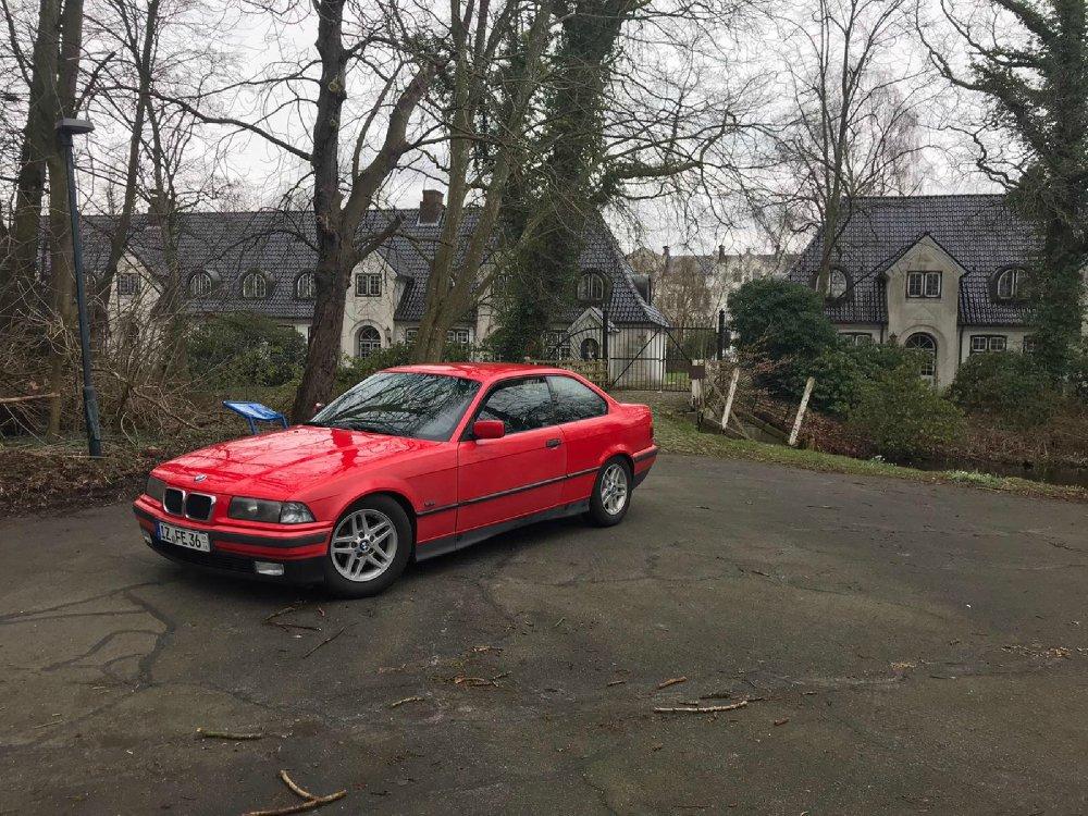 Hellrotes 328i Coupe - 3er BMW - E36