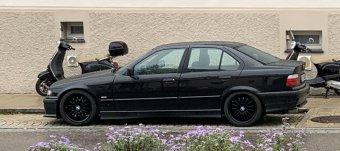 ROD  Felge in 8x17 ET 35 mit Toyo Winterreifen Reifen in 215/45/17 montiert hinten mit 3 mm Spurplatten Hier auf einem 3er BMW E36 316i (Limousine) Details zum Fahrzeug / Besitzer