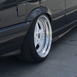 O.Z Mito 2 Felge in 10x17 ET 19 mit Hankook Ventus Prime V12 Evo 2 Reifen in 245/35/17 montiert hinten und mit folgenden Nacharbeiten am Radlauf: gebördelt und gezogen Hier auf einem 3er BMW E36 325i (Cabrio) Details zum Fahrzeug / Besitzer