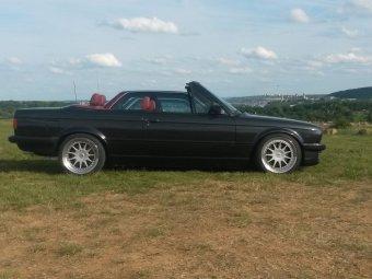 Hartge  Felge in 7.5x17 ET 25 mit Hankook Evo2 Reifen in 215/40/17 montiert vorn mit 25 mm Spurplatten Hier auf einem 3er BMW E30 320i (Cabrio) Details zum Fahrzeug / Besitzer