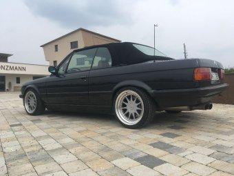 Hartge  Felge in 9x17 ET 25 mit Hankook Evo2 Reifen in 245/35/17 montiert hinten mit 6 mm Spurplatten und mit folgenden Nacharbeiten am Radlauf: gebördelt und gezogen Hier auf einem 3er BMW E30 320i (Cabrio) Details zum Fahrzeug / Besitzer