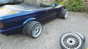 Alpina Alpina Classic Felge in 8x17 ET 46 mit Federal 595 rs-r Reifen in 215/45/17 montiert vorn mit 35 mm Spurplatten und mit folgenden Nacharbeiten am Radlauf: Kanten gebördelt Hier auf einem 3er BMW E30 318i (Cabrio) Details zum Fahrzeug / Besitzer