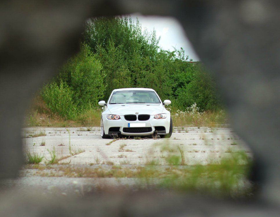 Emma im M-Kleid - 3er BMW - E90 / E91 / E92 / E93