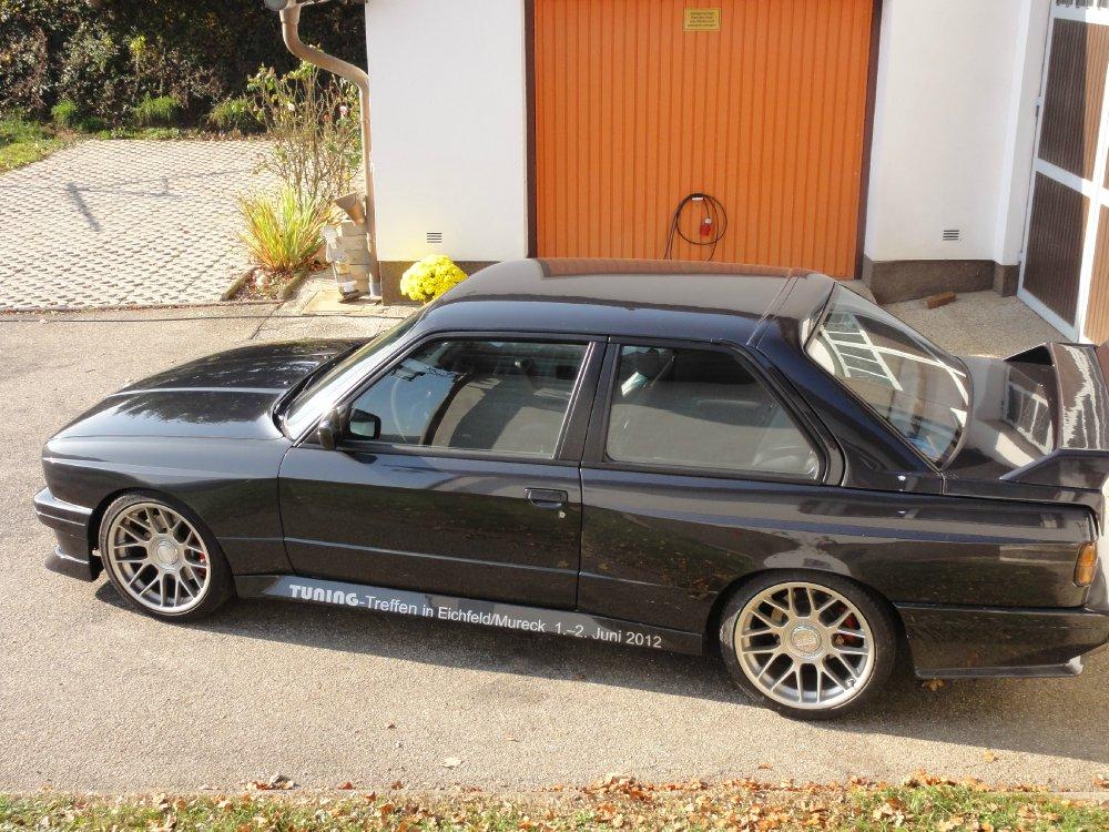BMW M3 E30 diamantschwarzmet. - 3er BMW - E30