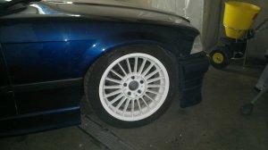 Alpina Classic weiß pulverbeschichtet Felge in 8x17 ET 46 mit Michelin Pilot Sport Reifen in 225/40/17 montiert vorn Hier auf einem 3er BMW E36 325i (Cabrio) Details zum Fahrzeug / Besitzer