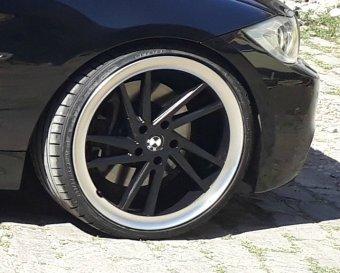 Seitronic RP9 Felge in 8.5x20 ET 35 mit Dunlop Sportmaxx Reifen in 235/30/20 montiert vorn und mit folgenden Nacharbeiten am Radlauf: Kanten gebördelt Hier auf einem 3er BMW E90 330i (Limousine) Details zum Fahrzeug / Besitzer
