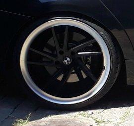 Seitronic RP9 Felge in 10x20 ET 30 mit Dunlop Sportmaxx Reifen in 275/25/20 montiert hinten und mit folgenden Nacharbeiten am Radlauf: gebördelt und gezogen Hier auf einem 3er BMW E90 330i (Limousine) Details zum Fahrzeug / Besitzer