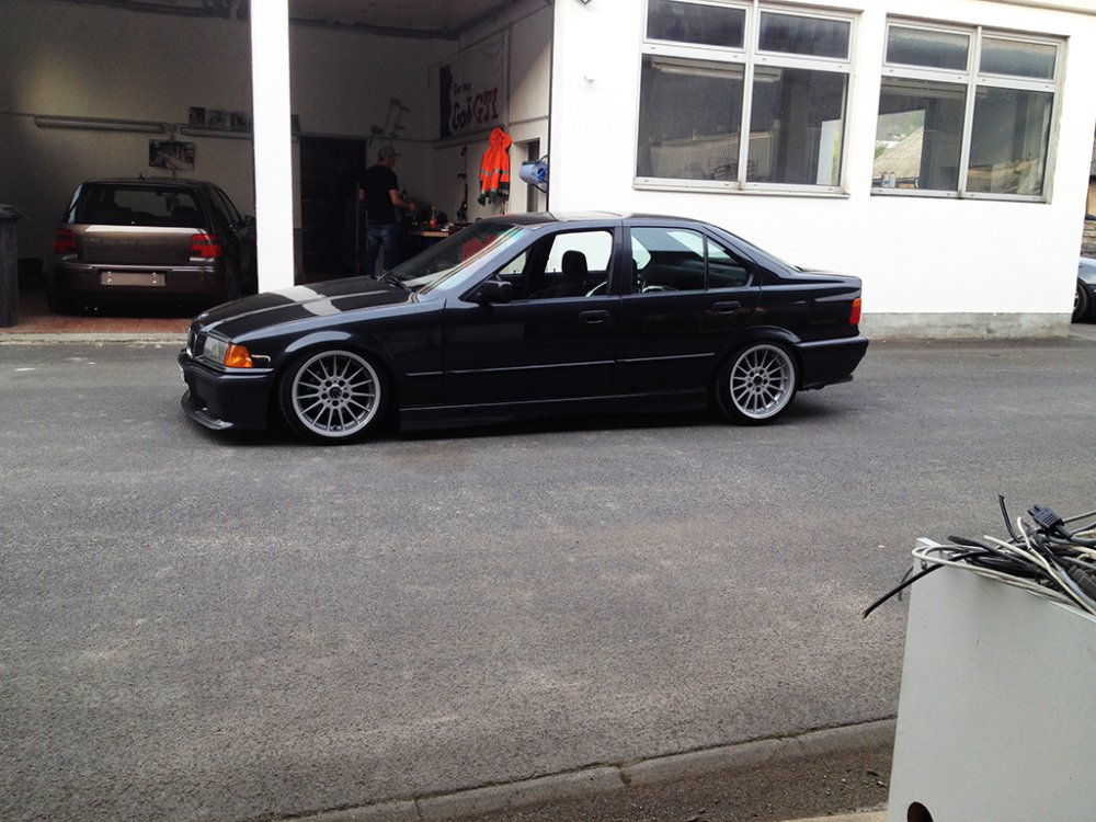 Lowbudget Limo made by Camber. inc - 3er BMW - E36
