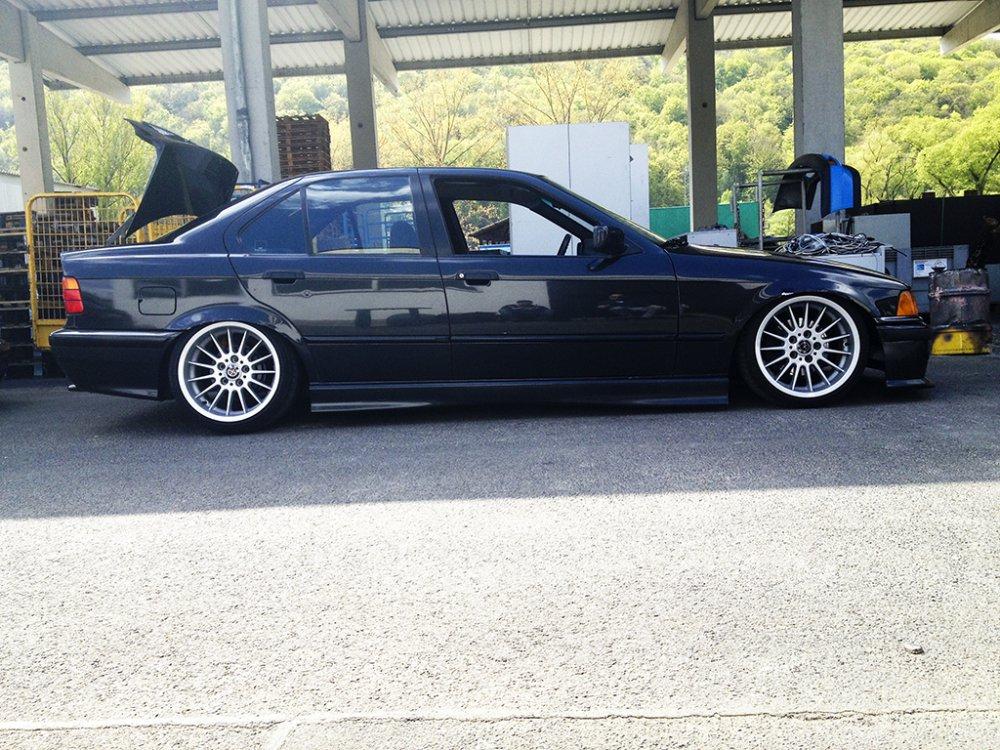 Lowbudget Limo made by Camber. inc - 3er BMW - E36
