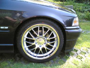 - NoName/Ebay -  Felge in 8x18 ET 45 mit - NoName/Ebay -  Reifen in 225/40/18 montiert vorn Hier auf einem 3er BMW E93 320d (Cabrio) Details zum Fahrzeug / Besitzer