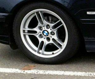 BMW BMW M Parallelspeiche 66 Felge in 8x17 ET 20 mit Fulda Kristall Supreme M+S Reifen in 235/45/17 montiert vorn Hier auf einem 5er BMW E39 523i (Limousine) Details zum Fahrzeug / Besitzer