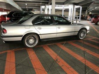 AEZ  Felge in 9.5x19 ET 22 mit Pirelli Z900 Reifen in 255/50/19 montiert vorn Hier auf einem 7er BMW E38 728i (Limousine) Details zum Fahrzeug / Besitzer