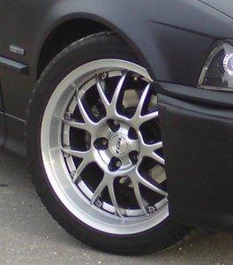 Rial Nogaro Felge in 7.5x17 ET 35 mit Continental Sport Contact Reifen in 235/40/17 montiert vorn mit 5 mm Spurplatten Hier auf einem 3er BMW E36 318i (Touring) Details zum Fahrzeug / Besitzer