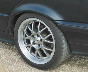 Rial Nogaro Felge in 7.5x17 ET 35 mit Continental Sport Contact Reifen in 235/40/17 montiert hinten mit 15 mm Spurplatten Hier auf einem 3er BMW E36 318i (Touring) Details zum Fahrzeug / Besitzer