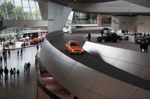 BMW-News-Blog: Freude_waehrt_lange__Auslieferung_des_BMW_2000_Touring_in_der_BMW_Welt