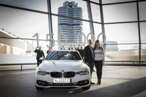 BMW-News-Blog: BMW Welt: 150.000stes Automobil an Kunden �bergebe - BMW-Syndikat