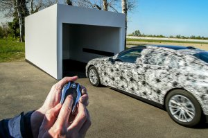 BMW-News-Blog: BMW Display Key: Ferngesteuertes Parken in neuer 7 - BMW-Syndikat