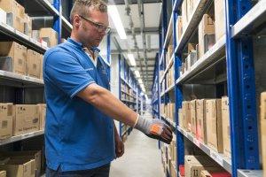 BMW-News-Blog: Intelligente Arbeitshandschuhe erleichtern BMW-Pro - BMW-Syndikat