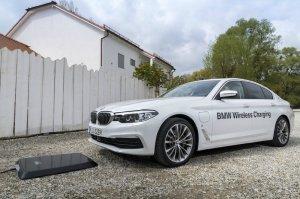 BMW-News-Blog: BMW 530e iPerformance: Kabellos laden mit Wireless - BMW-Syndikat