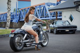BMW-News-Blog: Miss Tuning Kalender 2019: 13 Motive mit Laura Fie - BMW-Syndikat